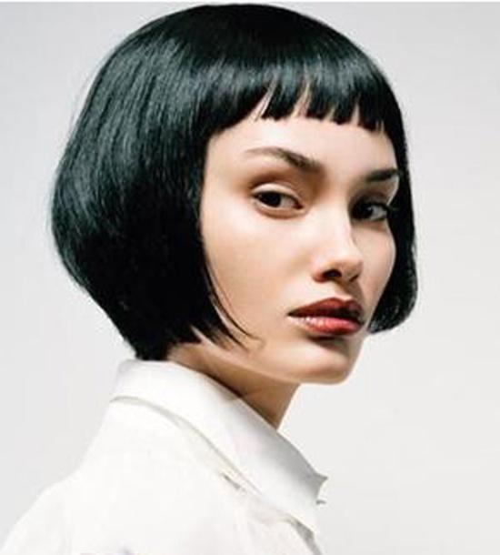 coiffure carr court frange courte femme cheveux courts sur. Black Bedroom Furniture Sets. Home Design Ideas