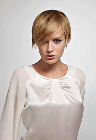 Complètement et trop extrême Coiffure carré destructuré court - Femme cheveux très courts sur #DA_22