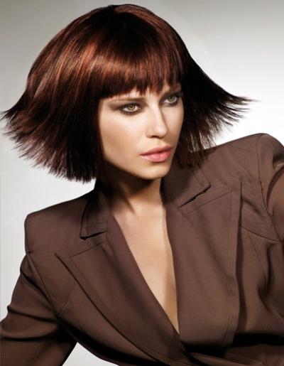 Coiffure carr effil aux pointes femme cheveux mi longs sur - Coupe carre effile photos ...