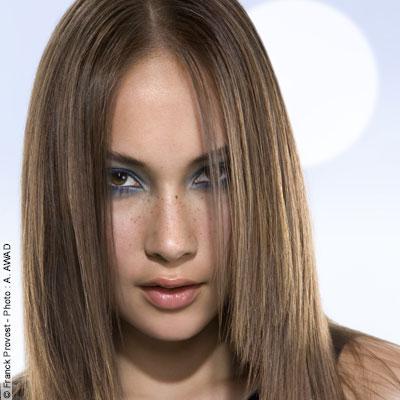 Cheveux lisses carre long