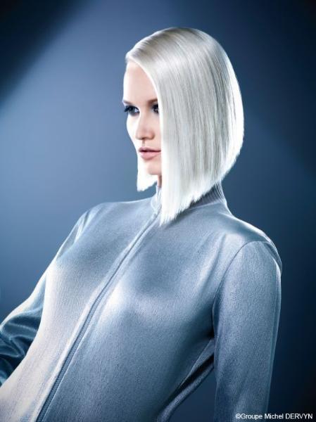 Coiffure carré très plongeant - Femme cheveux mi-longs sur Coupe2cheveux.com