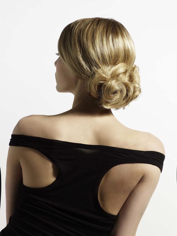 Coiffure Chignon Bas Ondule Femme Cheveux Longs Sur Coupe2cheveux Com