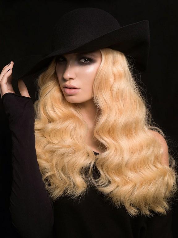 coiffure cheveux long avec chapeau