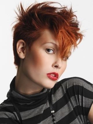 Coiffure courte femme rousse - Femme cheveux courts sur Coupe2cheveux.com