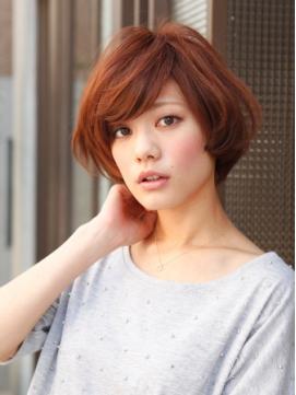 Coiffure coupe carré court volume - Femme cheveux courts sur Coupe2cheveux.com