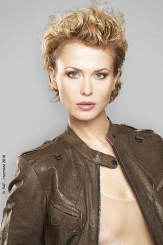 Coiffure coupe courte décoiffée - Femme cheveux courts sur Coupe2cheveux.com
