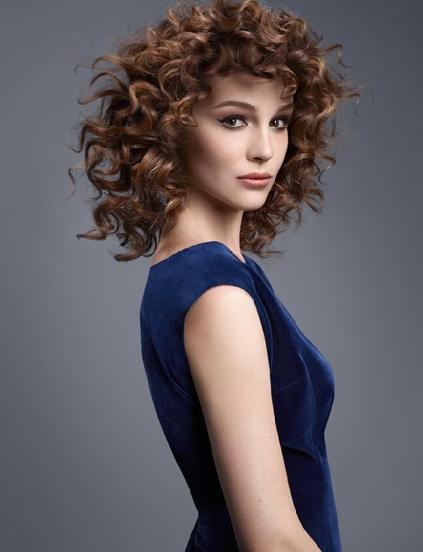 Coiffure coupe mi longue boucl femme cheveux mi longs sur - Cheveux mi long boucle femme ...