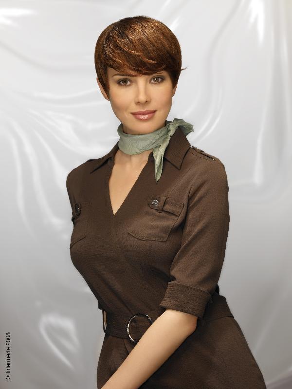 Coiffure coupe très courte frange - Femme cheveux très courts sur Coupe2cheveux.com