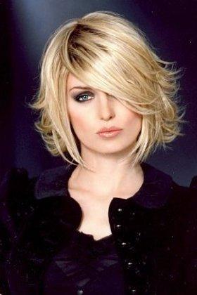 Coiffure joli carré - Femme cheveux mi-longs sur Coupe2cheveux.com